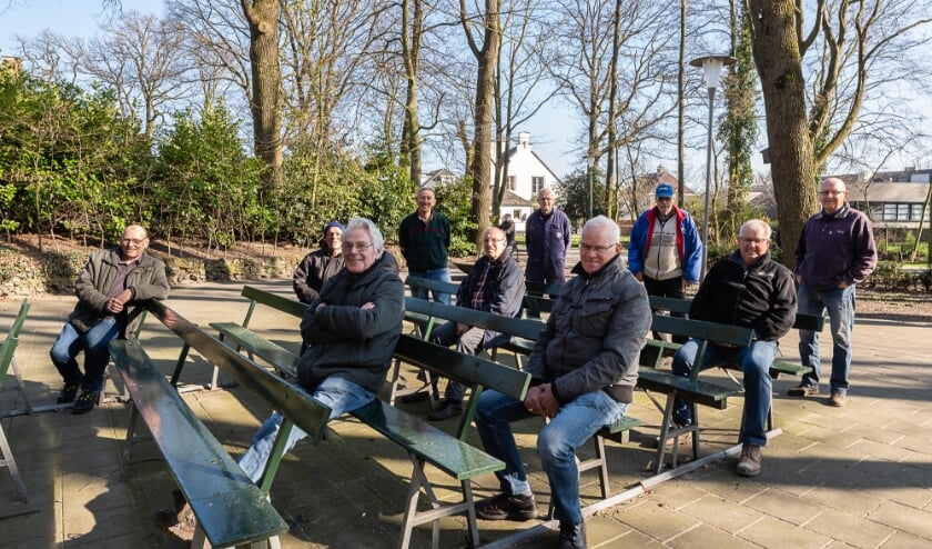 <p>Elke maandag gaan vrijwilligers aan de slag in en rond de Sint Willibrorduskerk.</p>