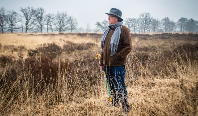 <p>Ad de Klerk op de Oude Buisse Heide, de plaats waar zijn streekroman zich afspeelt: &#39;Familiegeschiedenis is mijn inspiratiebron&#39;&nbsp;</p>