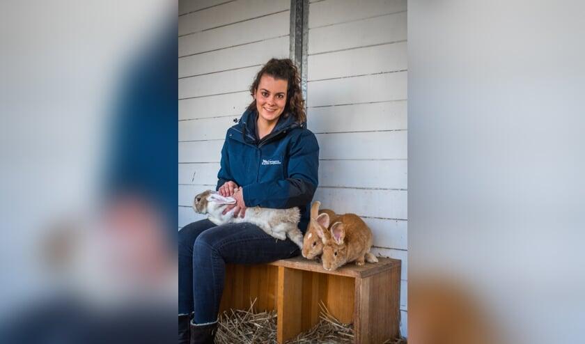 <p>Lynn van Hassel werkte voor haar afstuderen al bijna vier jaar bij kinderboerderij De Leijhoeve in Rijsbergen.</p>