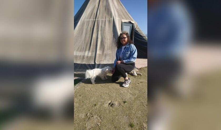 <p>Lavita Marengo met hondje Tippie.&nbsp;</p>