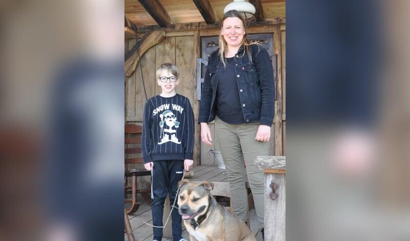 <p>Jaana van Marle en haar zoon Olli, nieuwkomers in Heense Molen.</p>