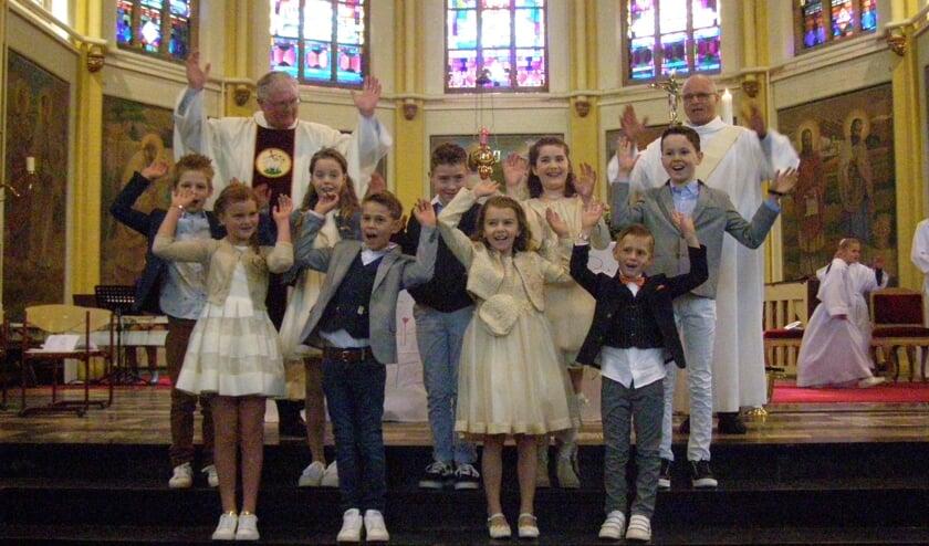 <p>Vrolijke communicantjes in de Sint Bavokerk in Rijsbergen.</p>