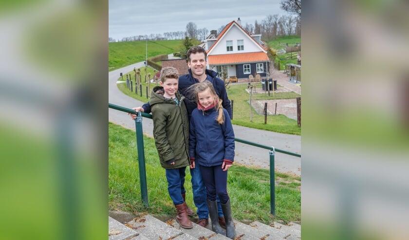 <p>Job met twee van zijn kinderen.&nbsp;</p>